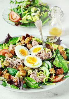 Salad is packed with nutrients to give you more energy and keep you healthy! Served with homemade sweet onion dijon dressing. Chef Salad Recipes, Healthy Salad Recipes, Lunch Recipes, Eat Healthy, Healthy Living, Salad Menu, Avocado Salad, Stuffed Mushrooms, Meals