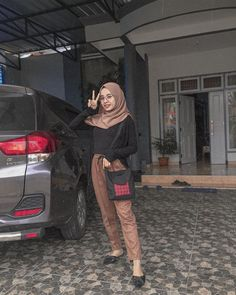Ootd hijab baju hitam Hijab Casual, Ootd Hijab, Girl Hijab, Hijab Chic, Hijab Fashion Summer, Modern Hijab Fashion, Street Hijab Fashion, Hijab Fashion Inspiration, Muslim Fashion