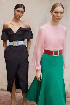 The complete Carolina Herrera Resort 2018 fashion show now on Vogue Runway. Fashion 2018, Fashion Week, Look Fashion, Runway Fashion, High Fashion, Fashion Show, Fashion Design, Fashion Trends, Dress Fashion