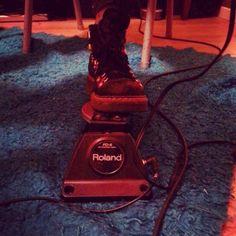Preparando el show del viernes! Ensayando y grabando!  #23E #habraunasesinato #EA #electricosasesinos #alexistango #audiotechnica atm650 at2021 at2035 at250 #fender bxr jazzbass  stratocaster #supertwinreverb #danelectro #vox ac30 pathfinder #roland #epiphone emperor #kaway 11