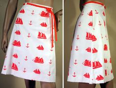 Vested Gentress is known for their whimsical prints, and this one is no disappointment! The bright white cotton blend fabric is cut in a simple A-line shape, and adorned with an assortment of tall sail ships alternating with anchors. The inside is lined with lightweight, loose fit white cottony soft shorts, to help protect your modesty should a breeze come along. A matching rolled fabric belt is included, as shown.  This beauty was found new with tags, but has been hand washed and line dried…