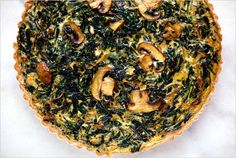 This Dandelion tart tastes rich and creamy, though there is no cream in it When you blanch the dandelion greens, they lose some of their bitterness. Dandelion Recipes, Mushroom Tart, Vegetarian Recipes, Healthy Recipes, Weekly Recipes, Tart Taste, Savory Tart, Pizza, Tart Recipes