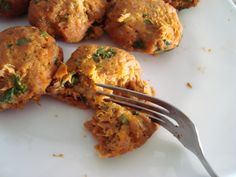 Sweet Potato Tuna Cakes, can be baked or fried. Such an easy meal with frozen mashed sweet potatoes from Trader Joes! #paleo Tuna Recipes, Clean Eating Recipes, Paleo Recipes, Appetizer Recipes, Real Food Recipes, Healthy Eating, Cooking Recipes, Yummy Food, Appetizers