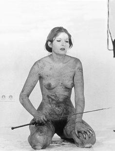El efecto Marina Abramovic: ¿por qué odiamos a los artistas que se vuelven famosos?   Cultura Colectiva - Cultura Colectiva