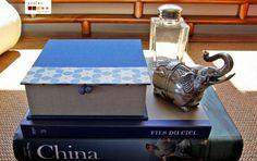 handmade box covered and lined with fabric and paper_caixa feita à mão, forrada com papel e tela de linho
