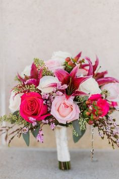This Traditional Kansas City Wedding Has The Prettiest Pop of Color