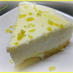 Mini -tarta  facil  de mousse de limon1 paquete de gelatina sabor limon 1 brick de nata de 200cl 2 cucharadas soperas de leche condensada 1 limon 2 magdalenas o sobaos  como se hace......   exprimir el limon... el zumo ...se pone en un vaso ...y lo que falte lo llenamos de agua... ese vaso lleno..lo ponemos en un cazo y lo llevamos a ebullicion...y en el deshacemos  el sobre de gelatina...y dejamos enfriar...pero sin que llegue a solidificar