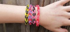"""600 Loom Bands   25 """"S"""" Clips for $3.49 Shipped! on http://www.moneysavingmadness.com"""