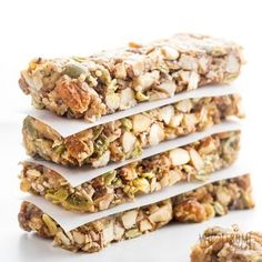 BEST Sugar-free Keto Low Carb Granola Bars Recipe - Learn how to make the best low carb granola bars recipe! These copycat homemade Kind Bars are sugar-free and gluten-free. And, keto granola bars are SO EASY to make! Low Carb Granola Bars Recipe, Low Calorie Granola, Sugar Free Granola, Low Carb Protein Bars, Keto Granola, Healthy Granola Bars, Chewy Granola Bars, Homemade Granola Bars, Granola Cereal