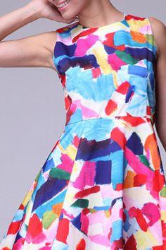 I love this dress. The way it looks like brushstrokes. Love.