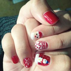 Holiday mani! I'm dying over that little Santa!!