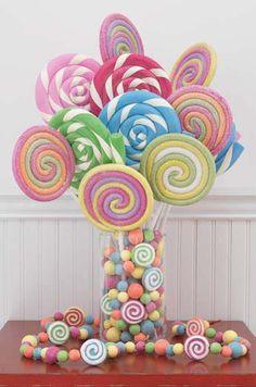 Creating A Candy Inspired Wedding Theme: Candy Centerpieces. http://memorablewedding.blogspot.com/2013/10/creating-candy-inspired-wedding-theme.html