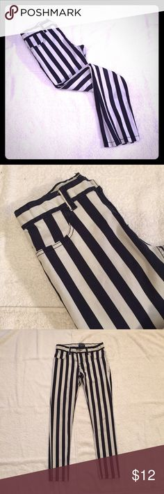 """Girls Navy Striped Jeggings Girls Navy Striped Jeggings from Children's Place. Size 10 stretch measures: 27"""" around top which is adjustable to make it smaller, 24"""" inseam. 97% cotton, 3% spandex. Faux front pockets, 2 back pockets. 1216/100/11617 Children's Place Bottoms Jeans"""