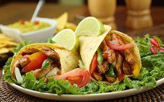 ¿Qué almuerzan en #México ?  Tacos: Tortilla rellena de carne en tiras, cebolla, salsa de tomate rojo, chile molido, cilantro, ajo y chile verde, papas, zumo de limón. #digoCocina
