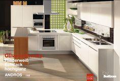 #DanKuchen #moderne #witte #keuken met #eiland en gemakkelijk zitgedeelte met #bar