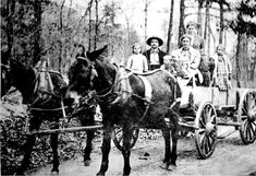 A family of settlers heads west in this photograph taken in the1880s. During the thousands of nineteenth-century treks across the continent, children and their mothers were often casualties of a father's desire for a better life in the West.