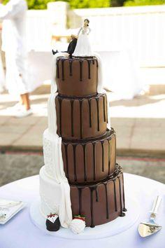 海外ウェディングのケーキとケーキトッパー