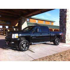 Chevy Trucks <3 I need these rims!!! They will look perfect on my new truck!! (which looks identical to the one here!)