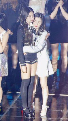 Irene x Jennie Kim Jennie, Jenny Kim, Blackpink Fashion, Korean Fashion, Kpop Girl Groups, Kpop Girls, Park Sooyoung, Black Pink Kpop, Red Velvet Irene