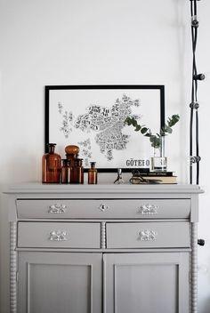 På skåpet just nu Eclectic Furniture, Painted Furniture, Furniture Design, Scandinavian Interior Design, Beautiful Interior Design, Small Cozy Apartment, Room Inspiration, Interior Inspiration, Colour Blocking Interior