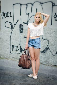 Queremos: Sapatilha de rensa + shorts jeans velhinho