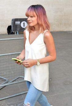 Lily Allen... hair, top, jeans!