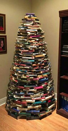 Alternative Christmas tree idea for our fellow book lovers! The question is what do we do when we want to read one of them 🤔📚🎄 Christmas Tree Made Of Books, All Things Christmas, Christmas Trees, Merry Christmas, Holiday Tree, Xmas Tree, Holiday Decor, Holiday Ideas, Book Tree