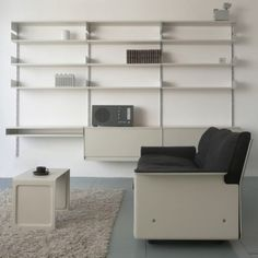 Vitsoe 606 Universal Shelving system / 620 Chair Programm / 621 Table Programm rh1. Design by Dieter Rams