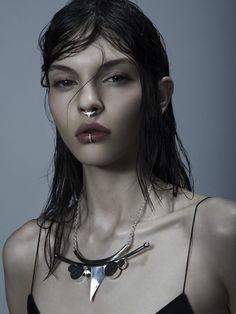 Meadowlark Jewellery | DYNASTY J'aime bien l'idée des piercing au nez et à la lèvre ainsi que l'effet cheveux mouillé
