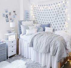 Dorm Room Designs, Room Design Bedroom, Room Ideas Bedroom, Small Room Bedroom, Bedroom Layouts For Small Rooms, Bedroom Inspo, Bedroom Sets, Dream Bedroom, College Bedroom Decor