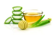 Aloe vera has many benefits in hair care. Recipes of DIY aloe vera shampoo and aloe vera hair mask. You can also use aloe vera for scalp health. Aloe Vera Gel, Aloe Vera Toner, Aloe Vera For Hair, Aloe Hair, Aloe Vera For Eczema, Aloe Vera Hair Mask, Castor Oil For Hair Growth, Hair Growth Oil, Styling Gel