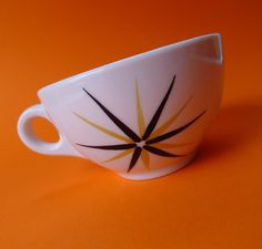 Vintage Syracuse China Atomic Starburst China by MrFilthyRotten Atomic Decor, Vintage Coffee Cups, Plastic Ware, Syracuse China, Modern Retro, Midcentury Modern, White Cups, Vintage Kitchenware, Googie
