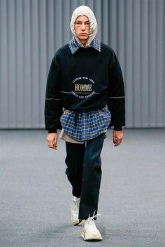 Demna Gvasalia presented his Fall/Winter 2017 collection for Balenciaga during Paris Fashion Week.