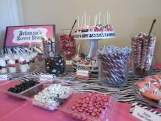 Zebra party sweets buffet.