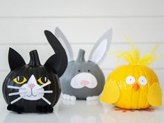 From handmade decorations to DIY party favors and creative ideas for pumpkins, we have 35+ Halloween kids' craft ideas to keep your little ghouls and ghosties busy.