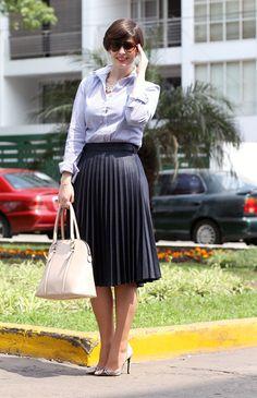 Divina Ejecutiva: Mis Looks - La falda midi plisada