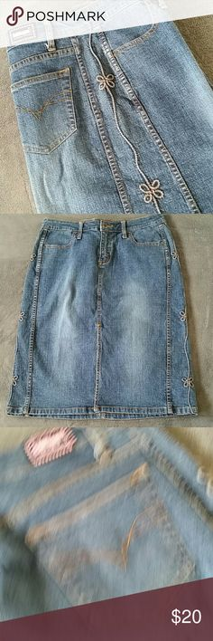 Denim Skirt Pretty design fown each side, approximately 25 inches long, 88% cotton, 10% polyester, 2% spandex, EUC Bubblegum Skirts