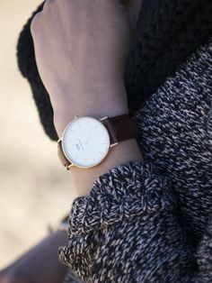 The Daniel Wellington watch with its interchangeable straps speaks for a classic and timeless design suitable for every occasion. Elegant Watches, Stylish Watches, Daniel Wellington Watch Women, Latest Watches, Leather Watch Bands, Vintage Watches, Fashion Watches, Fashion Details, Pj