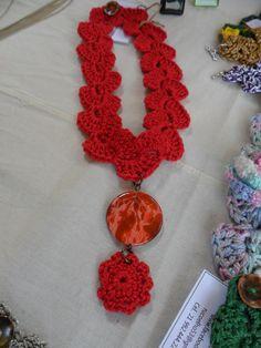 colar fio de seda com resina