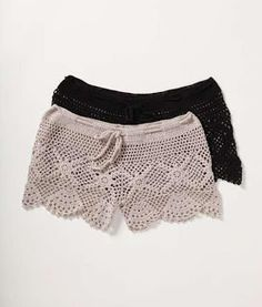 Receitas de Crochet: Short de crochet Crochet Pants, Crochet Skirts, Crochet Clothes, Crochet Lace, Crochet Bikini, Diy Clothes, Short Tejidos, Crochet Woman, Lace Shorts