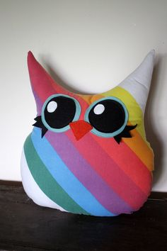 owl pillow in rainbow...I might be able to pull this one off!