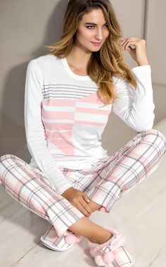 a pretty cool pajama set Sleepwear & Loungewear, Lingerie Sleepwear, Nightwear, Sleepwear Women, Outfits 2016, Stylish Outfits, Fashion Outfits, Womens Fashion, Pijamas Women