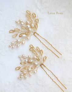 pearl hair pins/ horquillas de perlas | Lena Rom Hair Beads, Pearl Bridal, Tiara Hairstyles, Wedding Hairstyles, Pearl Hair Pins, Golden Hair, Wedding Hair Pins, Diy アクセサリー, Hair Ornaments