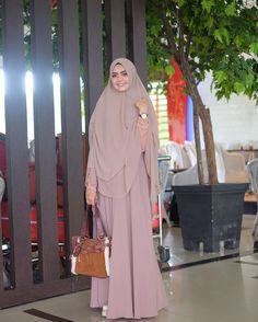 Bismillaah ✈️ Hijab Gown, Hijab Outfit, Muslim Hijab, Muslim Dress, Niqab, Abaya Fashion, Fashion Outfits, Womens Fashion, Moslem Fashion