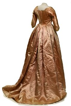 Collections Highlight: Overdress, 1780, silk, L 62 in. Fenimore Art Museum, Cooperstown, New York, Gift of Douglas Robinson, N0219.1962a