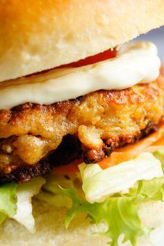 Jeśli macie dostęp do sera halloumi, spróbowanie tych burgerów jest punktem obowiązkowym! Ciężko mi opisać jak smakują, ale na pewno można…