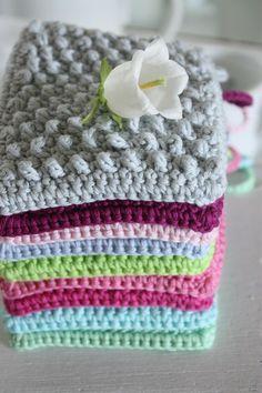 Nachdem ich das ganze Wochenende durchgesprubbelt habe ist das ebook im Lädchen… After I bubbled through the whole weekend, the ebook landed in the shop. Knitting Projects, Knitting Patterns, Sewing Projects, Crochet Patterns, Love Crochet, Beautiful Crochet, Knit Crochet, Crochet Potholders, Crochet Cushions
