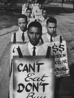 African Americans on Picket Line, Protesting Treatment at Lunch Counter Photographie par Howard Sochurek sur AllPosters.fr