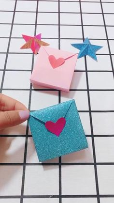 Wallet Origami Making Video Tutorial - How To Make Things Paper Flowers Craft, Paper Crafts Origami, Diy Origami, Flower Crafts, Diy Paper, Origami Tutorial, Origami Wallet, Origami Folding, Oragami