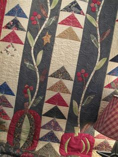 Hollyhill Quilt Shop-Jan Patek Love the quilting!!